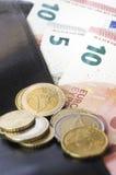Euro en portefeuille Stock Foto's