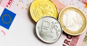 Euro en roebelmuntstukken Stock Foto