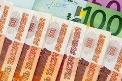 100, 500 euro en 5000 Russische roebels Royalty-vrije Stock Foto's