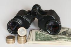 Euro et dollar US avec des jumelles Photos stock