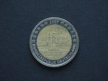 2 euro & x28; EUR& x29; moneta, valuta di Unione Europea & x28; EU& x29; Fotografie Stock