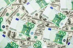 Euro för pappers- pengar och dolar Bakgrund av sedlar Arkivfoto
