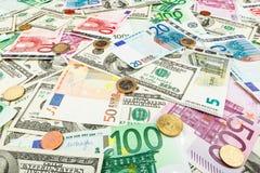 Euro för pappers- pengar och dolar Bakgrund av sedlar Arkivfoton