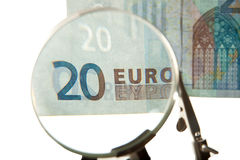 Euro facture par la loupe Image stock