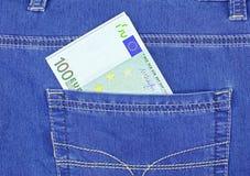 Euro factures dans la poche de jeans Image libre de droits