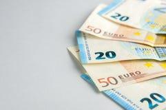 Euro fan delle banconote su fondo grigio Fotografia Stock Libera da Diritti