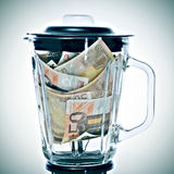 Euro fatture in un miscelatore Fotografia Stock Libera da Diritti