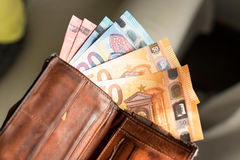 Euro fatture in un portafoglio Immagini Stock