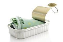 Euro fatture in una latta Fotografia Stock Libera da Diritti