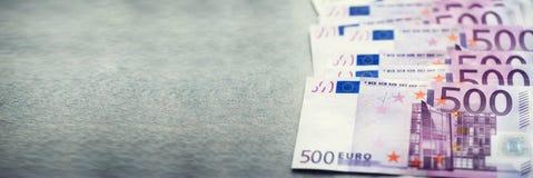 Euro fond de billets de banque d'argent de devise Paiement et concept d'argent liquide Annulation annoncée de l'euro cinq cents photo stock