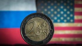 Euro fondo del Russo e della bandiera americana della moneta fotografia stock