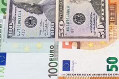 euro 100 fondo dell'estratto dei soldi di 50 dollari Immagine Stock Libera da Diritti