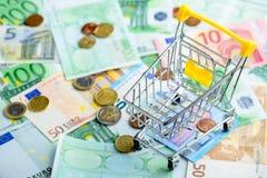 euro- fundo do dinheiro Pilha de euro- cédulas e moedas diferentes Imagem de Stock Royalty Free