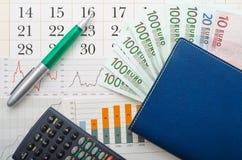 Euro geld en grafiek Stock Afbeelding