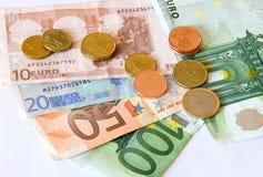 Euro geldnota's en muntstukken Royalty-vrije Stock Afbeeldingen