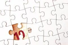 Euro geldrekening onder puzzel Royalty-vrije Stock Afbeeldingen