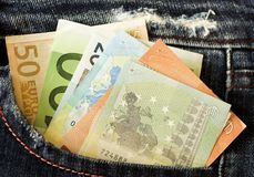 Euro i jeansfack Arkivbild