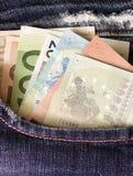 Euro i jeansfack Arkivbilder