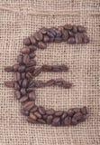 Euro kennzeichnen Sie innen Kaffeebohnen Stockfotografie