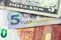 Euro-, Kina Yuan och US dollarsedlar royaltyfria foton