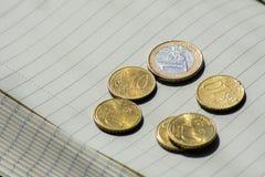 Euro-Münzen-Währungs-Geld Studentlife brach Cent-Notizbuch-Schwarzes Lizenzfreies Stockfoto
