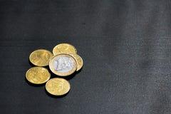 Euro-Münzen-Währungs-Geld Studentlife brach Cent-schwarzen Schreibtisch Stockfoto