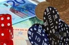 Euro, microplaquetas de jogo e dados Imagens de Stock