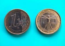 1 euro- moeda, União Europeia, Itália sobre o azul verde Fotografia de Stock Royalty Free