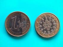 1 euro- moeda, União Europeia, Portugal sobre o azul verde Fotos de Stock Royalty Free