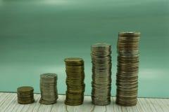 Euro- moedas Euro- dinheiro Euro- moeda Moedas empilhadas em se em posições diferentes Conceito do dinheiro Foto de Stock Royalty Free