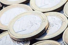 Euro- moedas Euro- dinheiro Euro- moeda Moedas empilhadas em se em posições diferentes Imagem de Stock Royalty Free