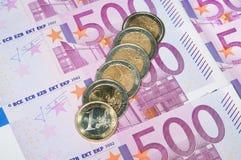 Euro- moedas no fundo da nota de banco Imagem de Stock Royalty Free