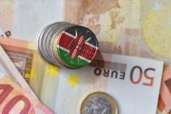 Euro moneta con la bandiera nazionale del Kenia sugli euro precedenti delle banconote dei soldi Fotografia Stock
