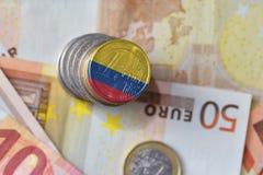 Euro moneta con la bandiera nazionale della Colombia sugli euro precedenti delle banconote dei soldi Fotografie Stock