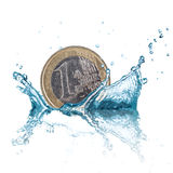 Euro moneta con la spruzzata dell'acqua Fotografia Stock