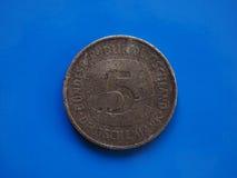 1 euro moneta, Unione Europea, Portogallo sopra il blu Immagine Stock Libera da Diritti