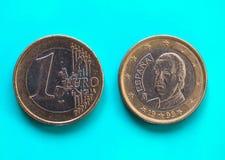 1 euro moneta, Unione Europea, Spagna sopra verde blu Fotografia Stock Libera da Diritti
