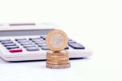 Euro monete e calcolatore Immagine Stock