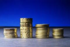 Euro monete e centesimi su fondo nero Fotografie Stock Libere da Diritti