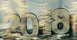 Euro monete e numero 2018, come il nuovo anno fotografie stock libere da diritti