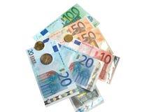 Euro monete ed euro banconote su bianco Immagini Stock Libere da Diritti