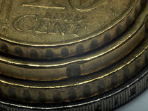 Euro monete impilate - foto a macroistruzione. Immagine Stock