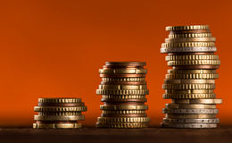 Euro monete impilate su a vicenda Immagine Stock Libera da Diritti