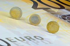 Euro-monete sulla Euro-banconota Fotografia Stock