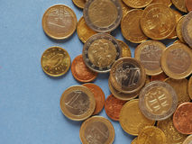 Euro monete, Unione Europea sopra il blu con lo spazio della copia Fotografie Stock