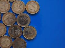 Euro monete, Unione Europea sopra il blu con lo spazio della copia Immagini Stock