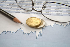 Euro monety i kreskowa mapa Obraz Royalty Free
