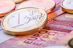 Euro munt Muntstukken en bankbiljetten de achtergrond van het contant geldgeld Royalty-vrije Stock Fotografie