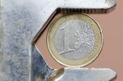 Euro munt onder druk Stock Afbeeldingen