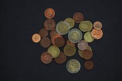 Euro munt op een donkere achtergrond Stock Foto